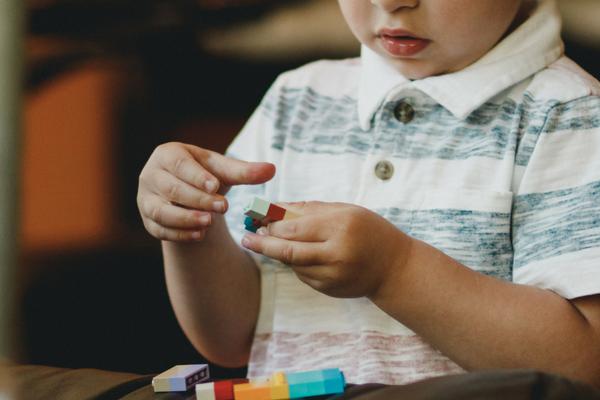 SHC_preschooler-plays-with-blocks